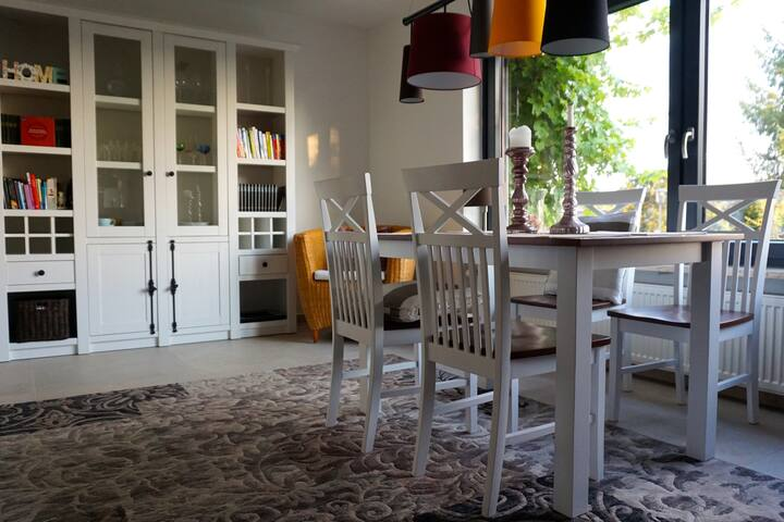 Luxurious 80m2 Apartment with Danube View & Garden
