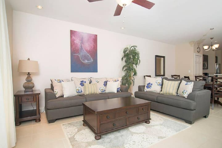 Sleek spacious poolside unit beautifully decorated at Pacifico in Coco