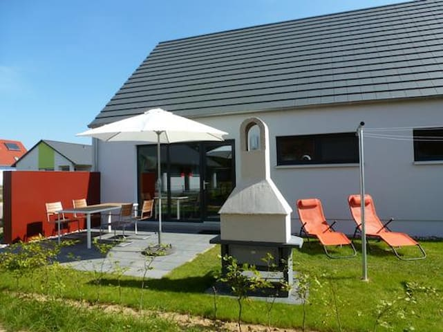 2 bedroom holiday cottage just 600m from the sandy beach
