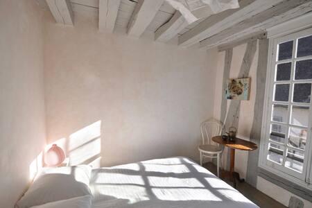 La Porte Peinte :  Unicorne, petite chambre-coccon