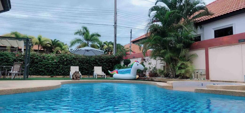 3bedroom beautiful pool Villa,三室泳池别墅临近市区