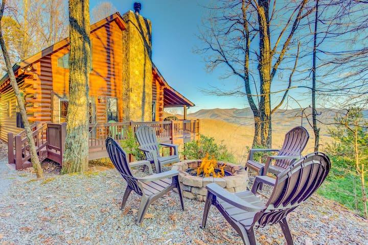 Beautiful mountain cabin w/ hot tub, firepit, Ping-Pong & amazing view!