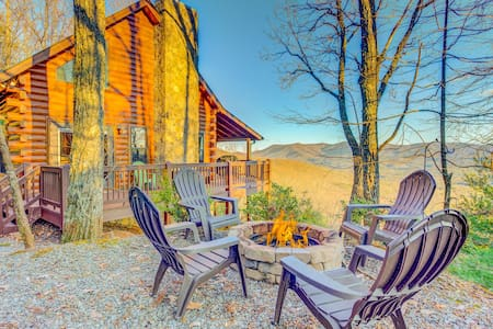 Beautiful mountain cabin w/ hot tub, firepit, Ping-Pong & amazing view!