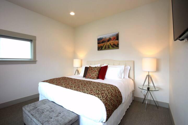 Vineyard View Inn - Jory Suite