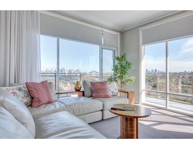 Huge, light-filled apartment with epic city view
