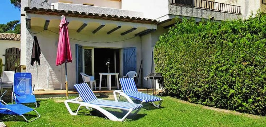 Quiet holiday house, private garden - La Torre Vella - Casa