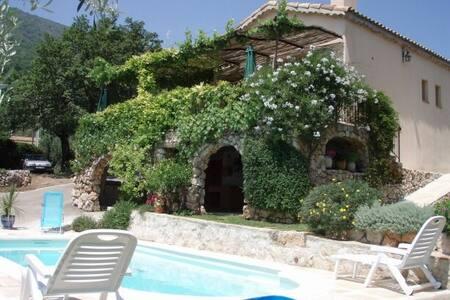 Villa avec piscine proche de Nice - Gattières - Villa