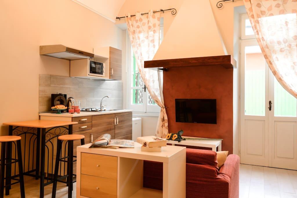 Monolocale in centro a loano appartamenti serviti in for Case loano affitto