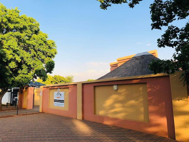Ntlo Ya Baeti Guesthouse **Room 6**