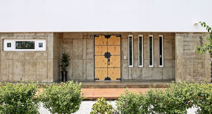 Gwang-Gyeong-Won guestroom