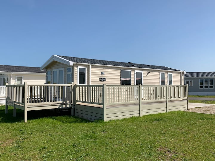 The Beach Hut (2018 Seaside Caravan)