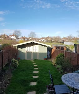 Charming and Modern Family Home - Orpington - House