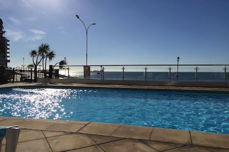 Depto con piscina frente al mar - Viña del Mar