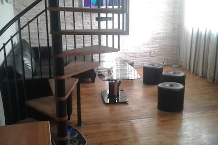 Maison 2 Chambres, grande cuisine, sdb, salon - Drancy