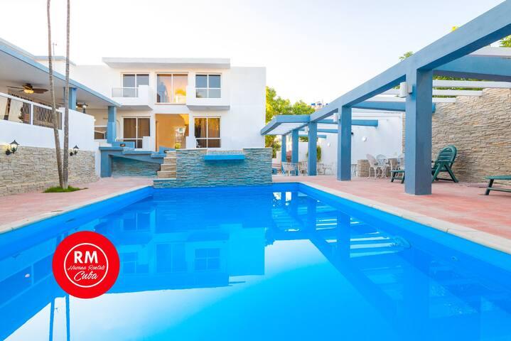 02 Villa Magic WiFi 16 guest pool 8 bedrooms