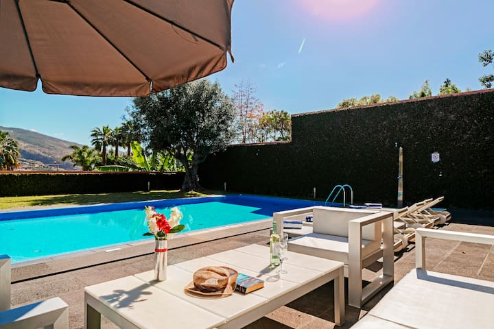 Spacious modern villa, pool, gym, large games room, A/C | Stylehouse