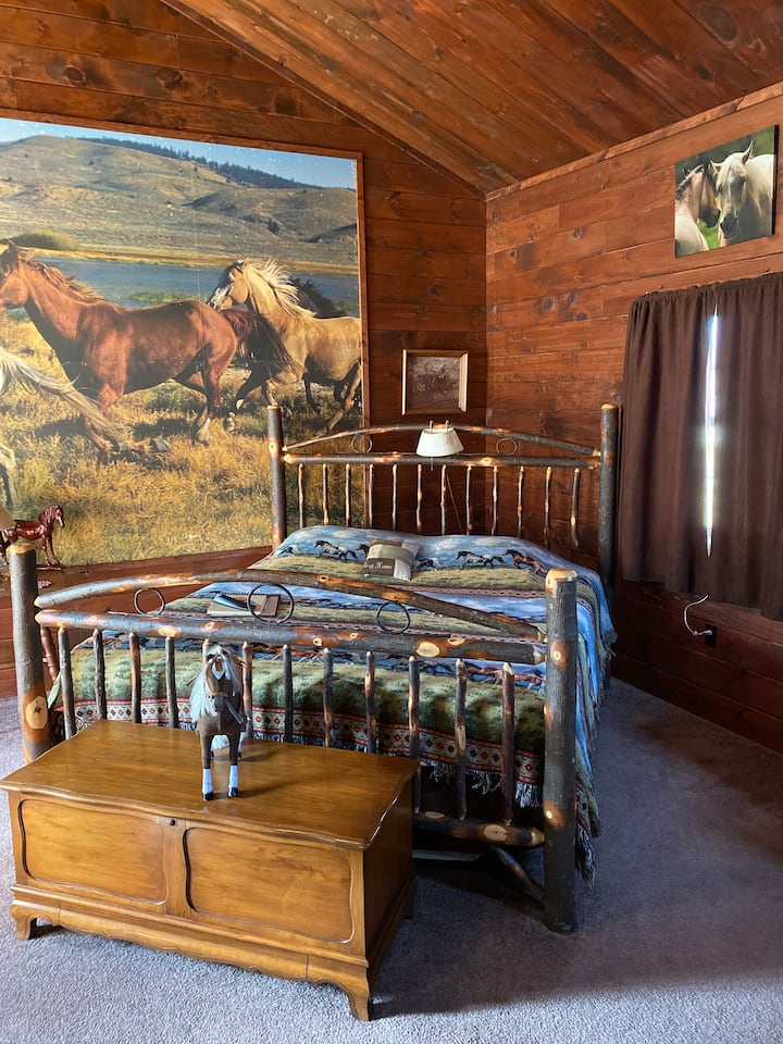 The Horse's Run Room at The Bison Farm BnB