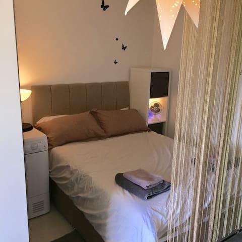Cardiff/Penarth Studio (Whole apartment /not room)