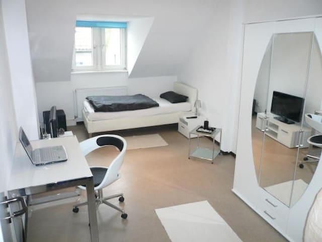 Modernes WG Zimmer in Frankfurt a.M - Frankfurt am Main - Apartment