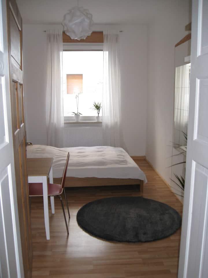 Zimmer mit Bad - Fürth Kornstraße, schöner Altbau.