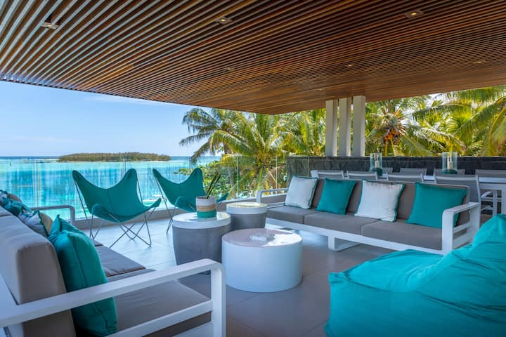4BR Beachfront Penthouse with pool in Blue Bay