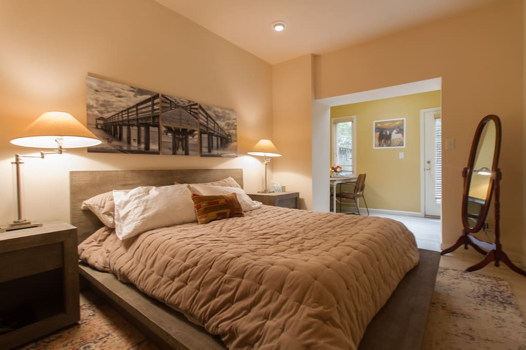 Guest Bedroom - private and quiet.