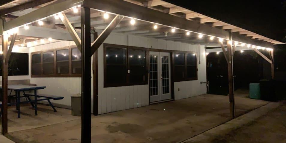 Waterfront Studio/Pavilion on Lake Corpus Christi