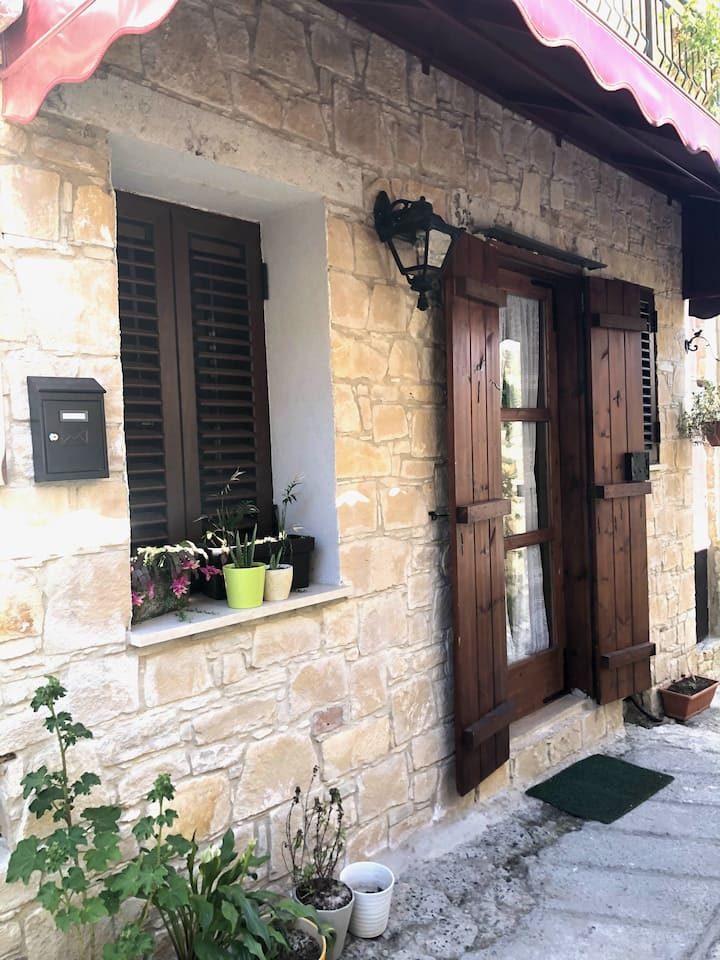 Blossom Guest House at cosy village Omodos