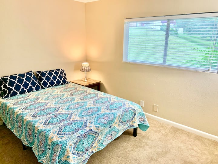 Private Room & Bath Close to Downtown Nashville