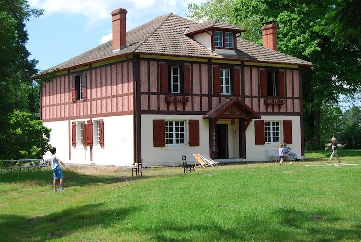 Grande maison familiale avec parc et dépendance