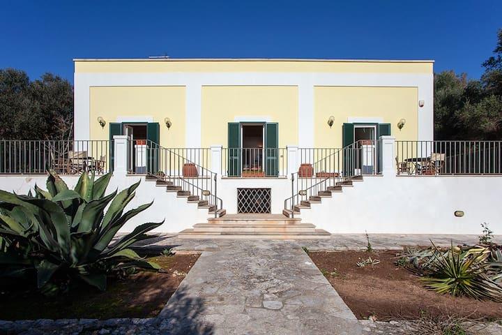 Villa Holidays by the beach in Santa Cesarea Terme