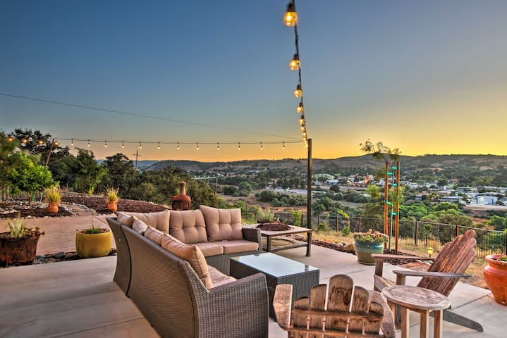 Paso Robles Hilltop House w/ Stunning Views!