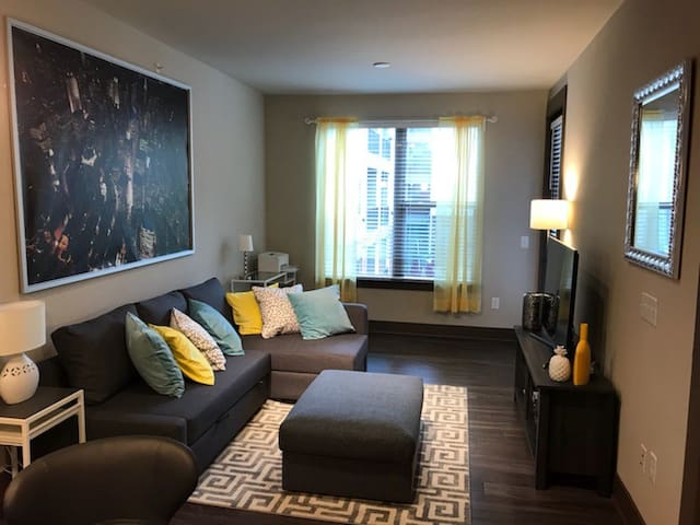 Light & Bright Luxury Living - Entire Space!