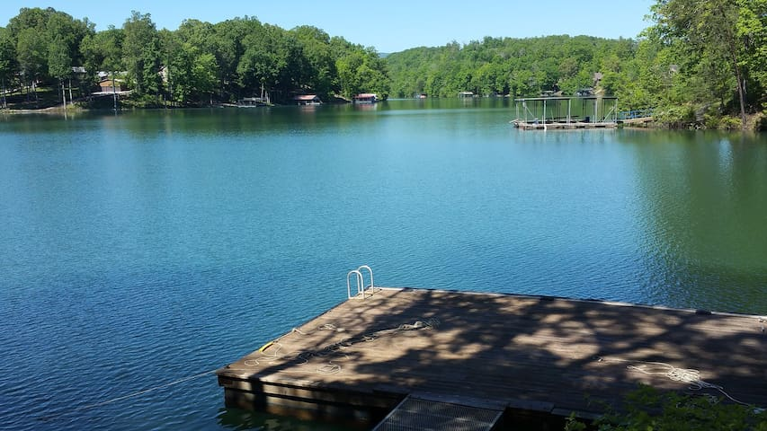 Cabin on Lake Norris with gradually sloping lot