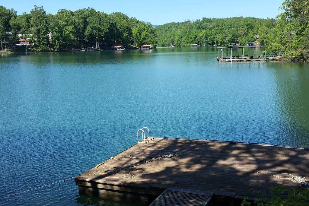Cabin on lake norris with gradually sloping lot cottages for Norris lake fishing report