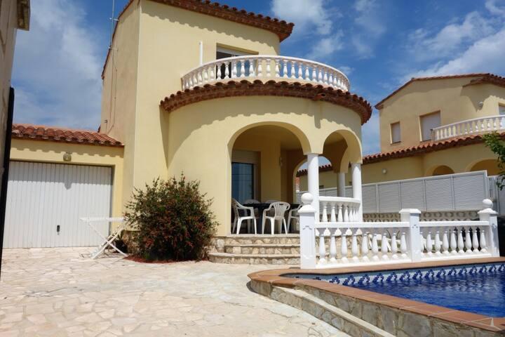 Villa 7per con jardín vallado y piscina privada