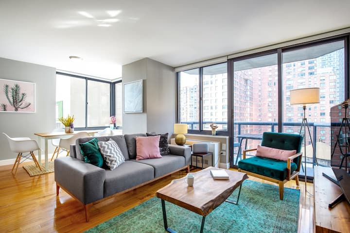 Crisp 1BR near Times Square w/ Indoor pool + Gym by Blueground