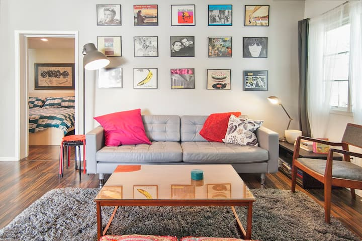 Private Midcentury Midtown Guest House