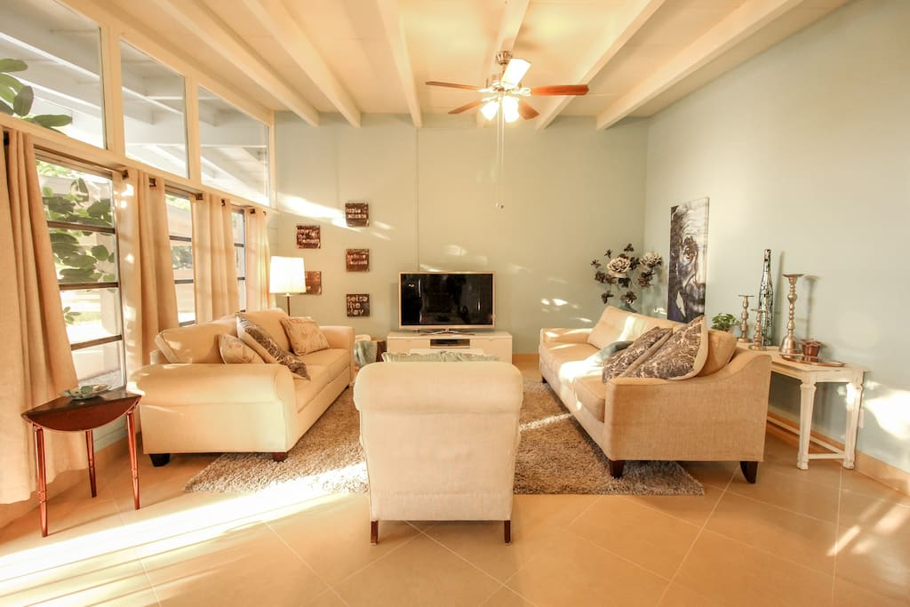 Mid Century Home Near Siesta St Armands Downtown R Bungalows For Rent In Sarasota Florida