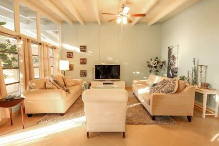 Mid-Century Home Near Siesta/St Armands/Downtown - Sarasota - Konukevi