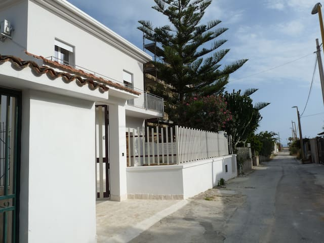 Villa Nar: steps from the sand in Agrigento - Fiumenaro - Villa