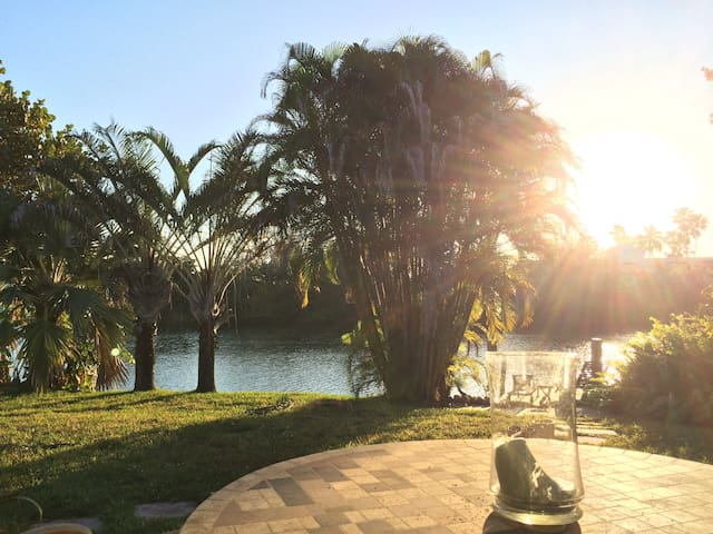 Cosy, peaceful, private, lake-front efficiency! - Fort Lauderdale - Dům
