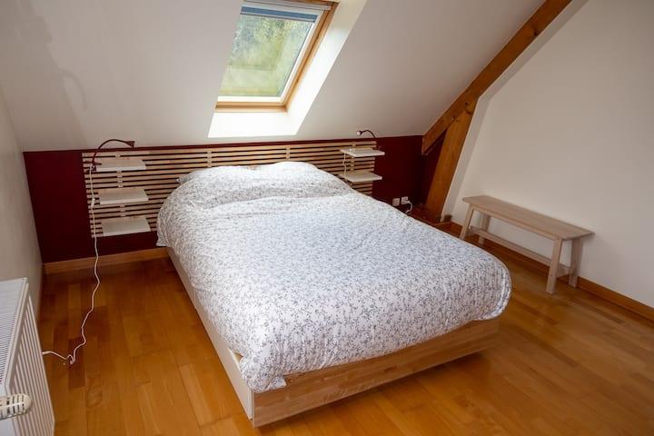 Baudre : chambre confortable dans maison.
