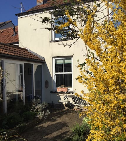 Secluded cottage in the heart of Wells