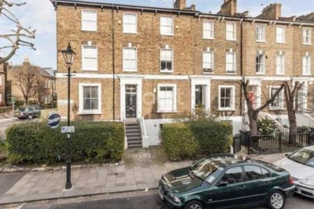 Lovely room in cosy stockwell house - London - Apartment