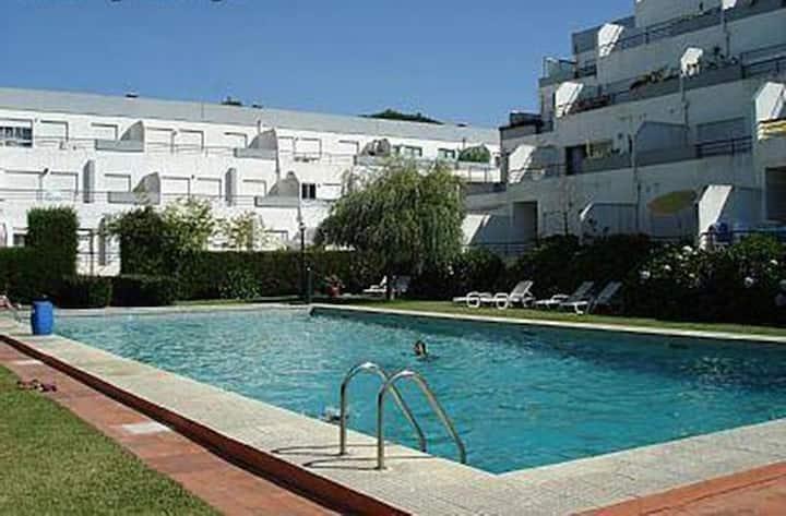Apartamento com piscina próximo da praia