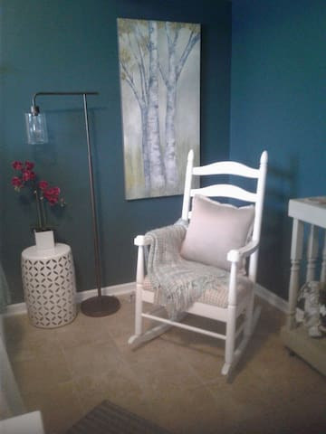 SWEET LOWER LEVEL BED & BATH (to yourself)