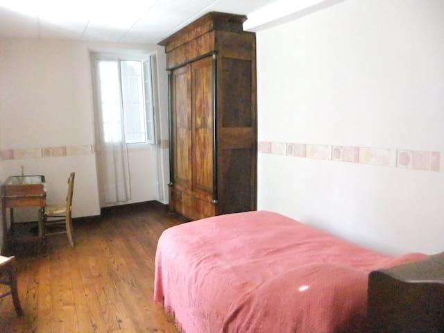 chambre3 avec lit de 120