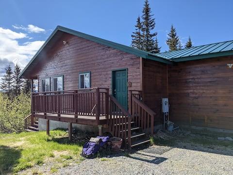 Alyeska Cabin Hideaway- Fishing & Mountain Views!
