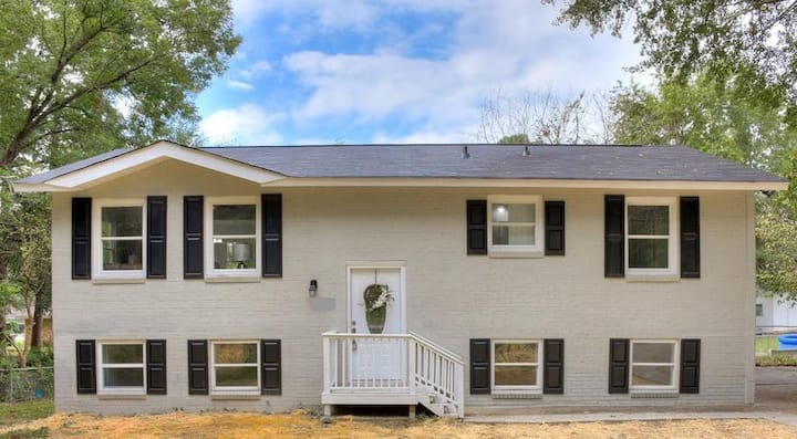 Valley Forge II | Newly Renovated & Furnished